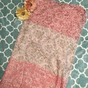 Accessories - NWOT Pink Color Print Infinity Scarf 🧣